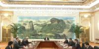习近平会见世界经济论坛主席施瓦布 - 国家税务局