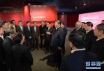 这是习近平在张江科学城展示厅同在场的科技工作者亲切交谈。 新华社记者 李学仁 摄 - 正北方网